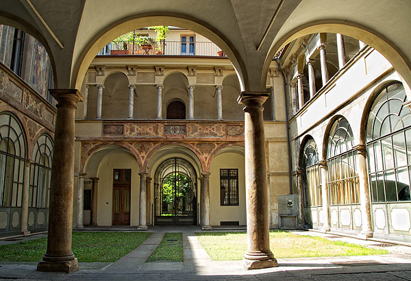 cortile Torino bellezza arcate portico