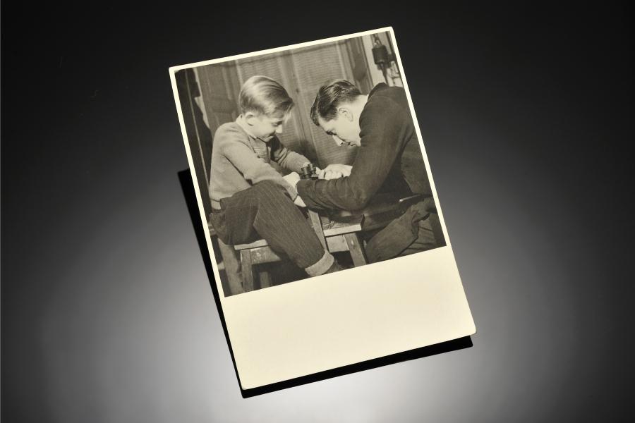 Enrico Cirio orafo torinese in una foto in bianco e nero