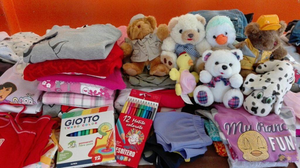 Api di Carta associazione centro di raccolta Poirino terremoto pupazzi abiti pennarelli matite bambini