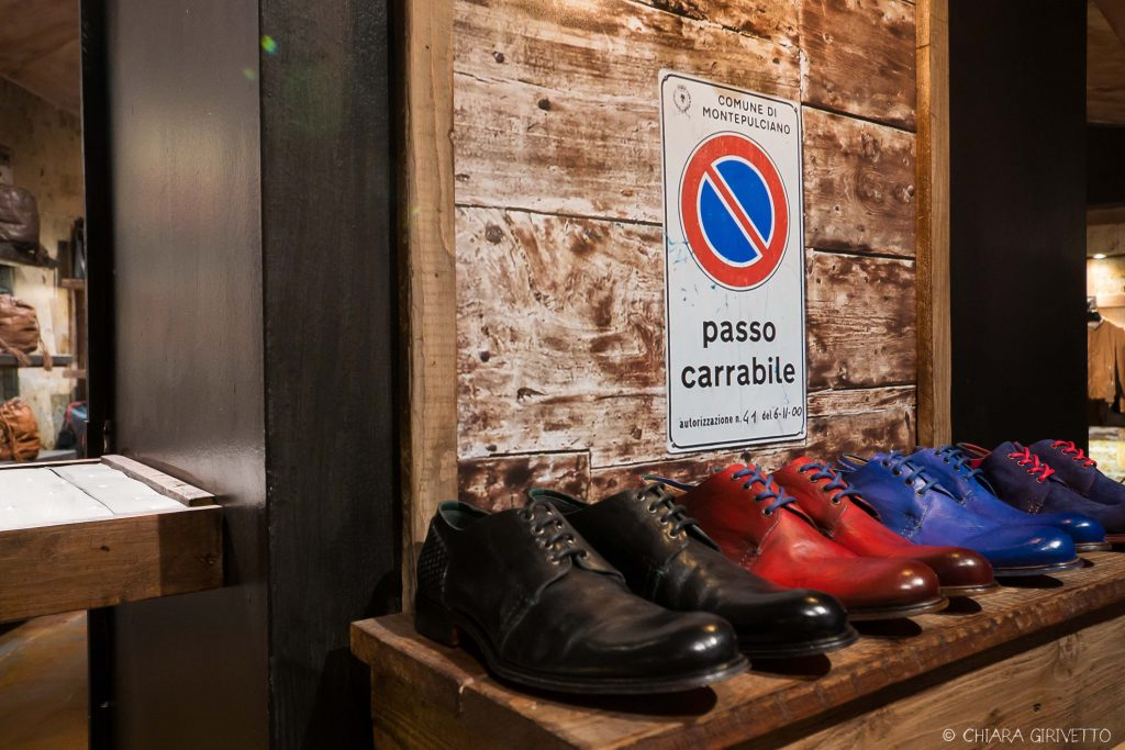Maledetti Toscani store Torino Montepulciano pelle shopping insegne cartelli scarpe