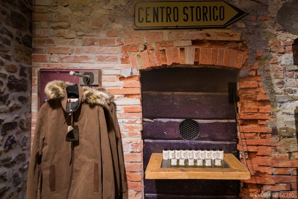 Maledetti Toscani store Torino Montepulciano pelle shopping insegne cartelli parka