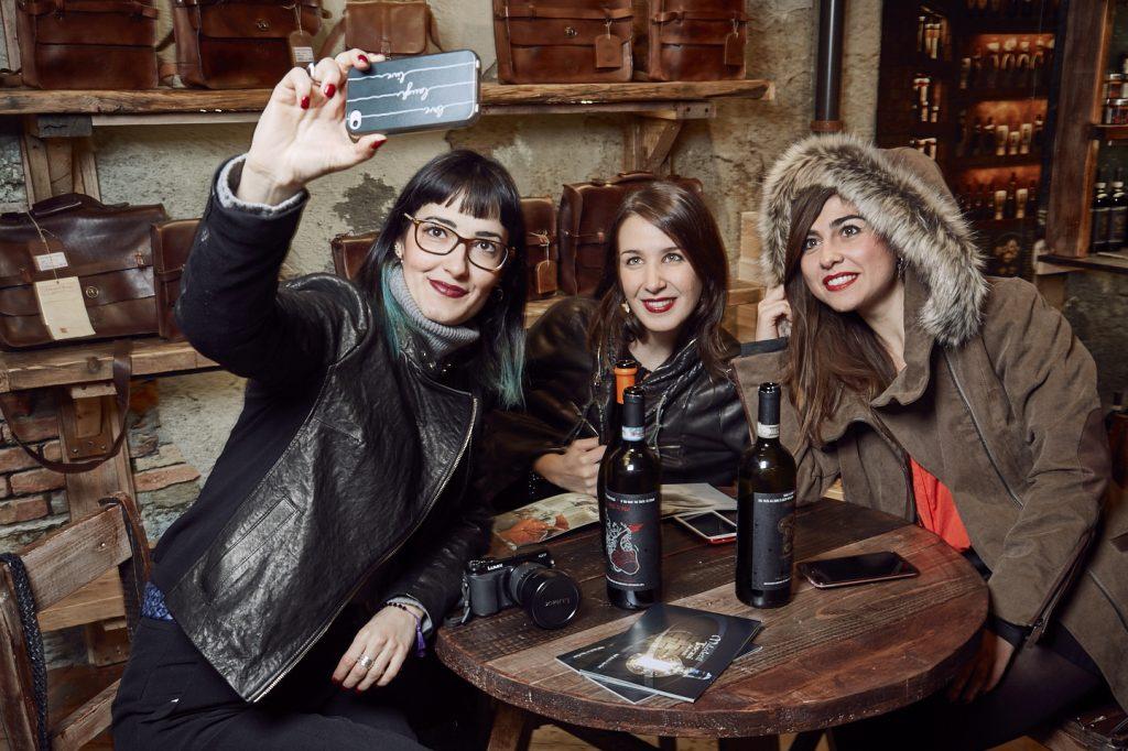 Maledetti Toscani store Torino Montepulciano pelle food vino selfie