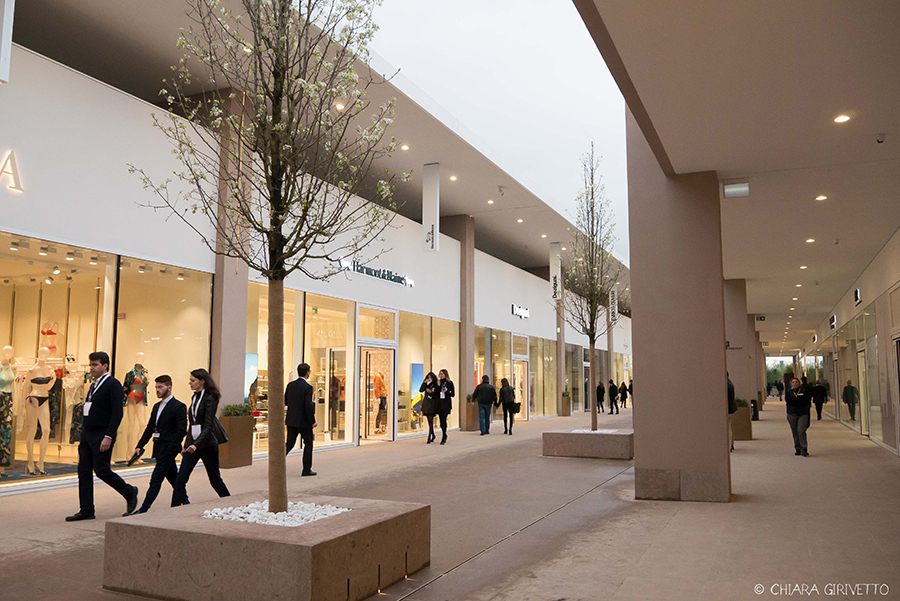 Torino Outlet Village party inaugurazione store firme negozi shopping