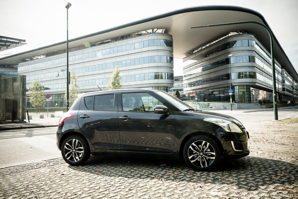 La Swift Posh limited edition di Suzuki davanti al Campus Einaudi di Torino