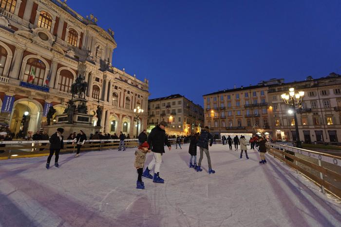 pista di pattinaggio su ghiaccio piazza carlo alberto
