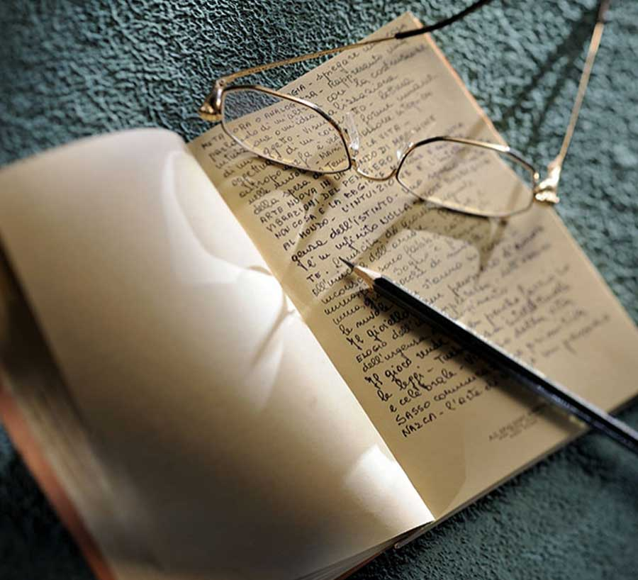 Enrico Cirio diario di viaggio taccuino occhiali matita
