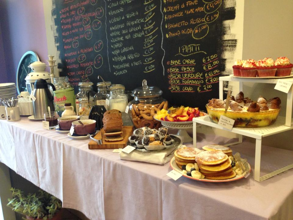 Miss Cake brunch Torino locale salato dolce food bancone buffet