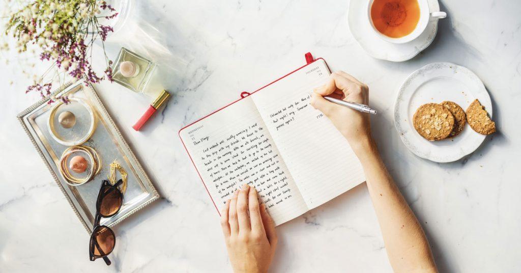 agenda scrivere mani the