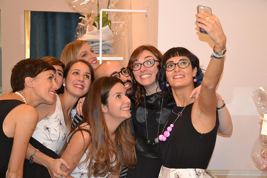 Torino Fashion Bloggers Righe à Pois festa negozio party selfie