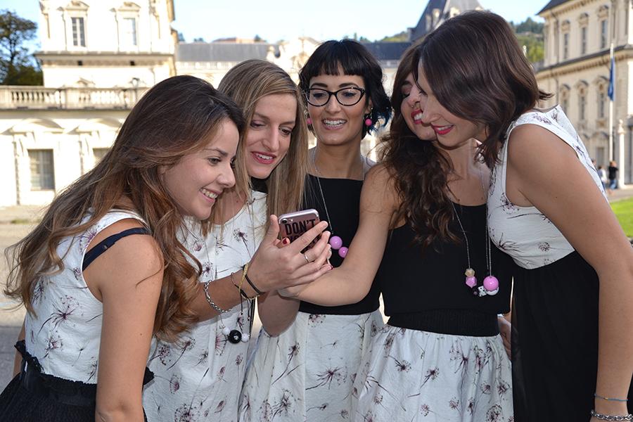 Torino Fashion Bloggers Righe à Pois festa negozio party Castello del Valentino U Never Know cellulare smartphone